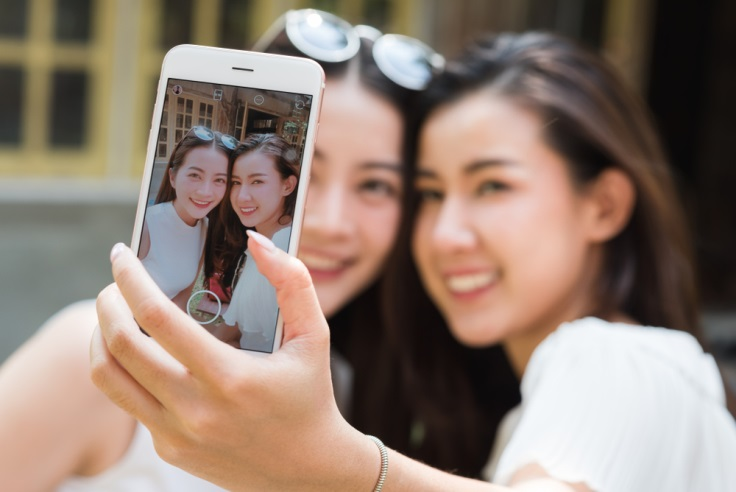 5 Inspirasi Pose Foto Kekinian di Instagram